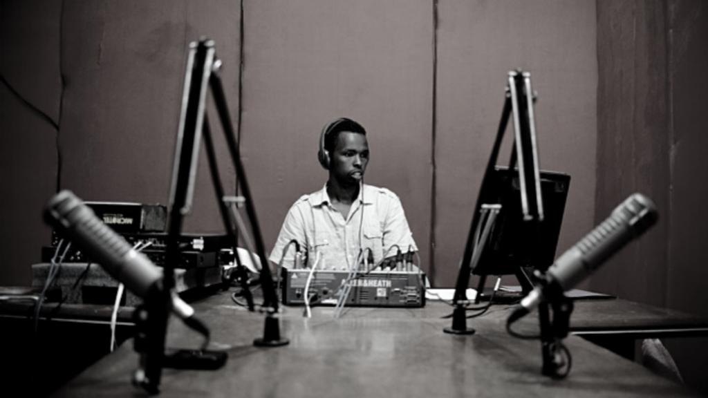 reconstitution théâtrale de La radio Les Mille Collines durant le génocide du Rwanda