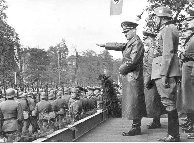 Un défilé militaire de l'armée nazie pendant la seconde guerre mondiale en Pologne